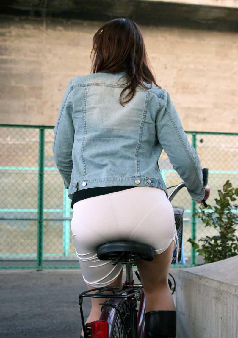 【素人着衣透けエロ画像】街中で着衣が透けていることに気づかない素人娘たち! 48