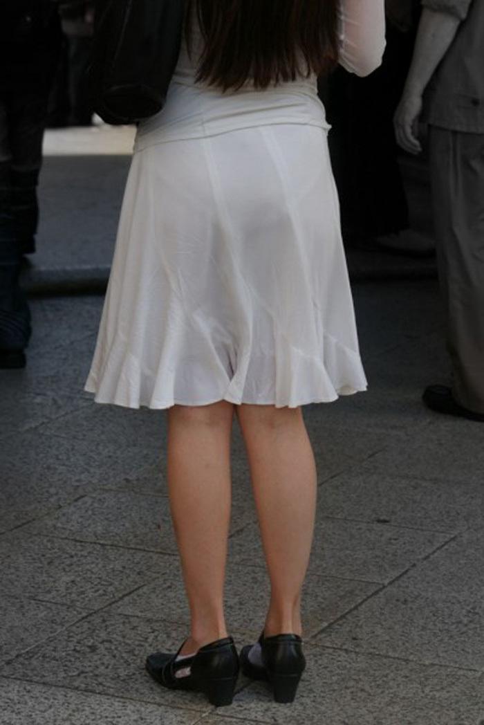 【素人着衣透けエロ画像】街中で着衣が透けていることに気づかない素人娘たち! 49