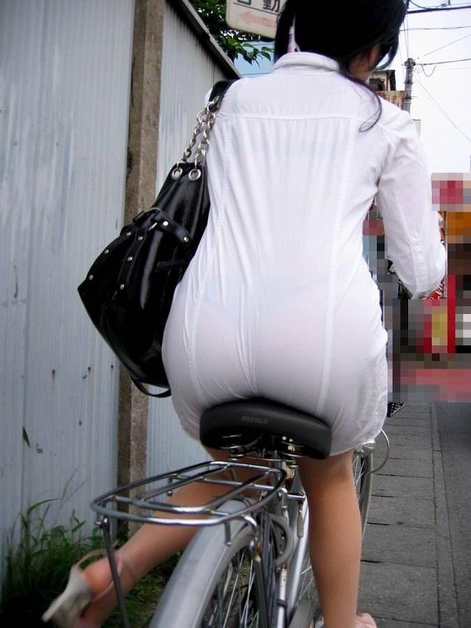 【素人着衣透けエロ画像】街中で着衣が透けていることに気づかない素人娘たち! 51