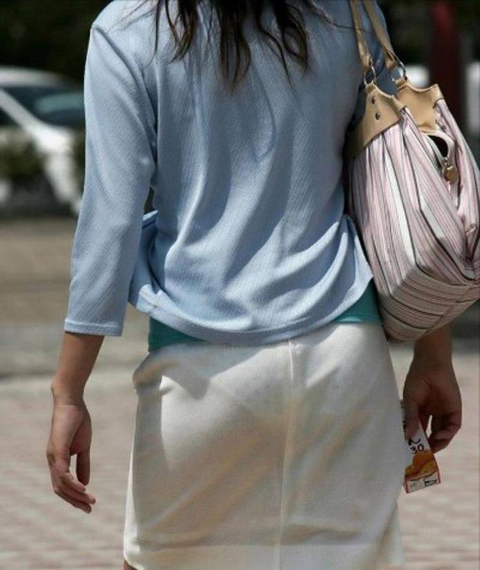 【素人着衣透けエロ画像】街中で着衣が透けていることに気づかない素人娘たち! 54