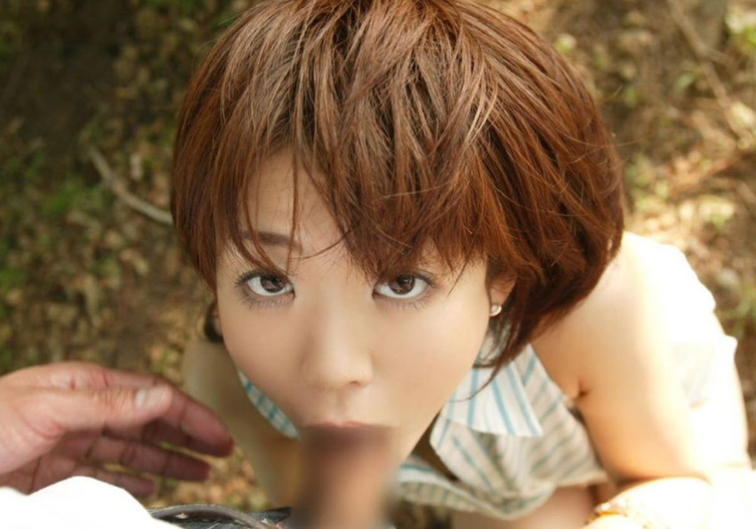 【野外フェラチオエロ画像】屋外で男のチンポを頬張る女の子の卑猥な画像集めたった! 20