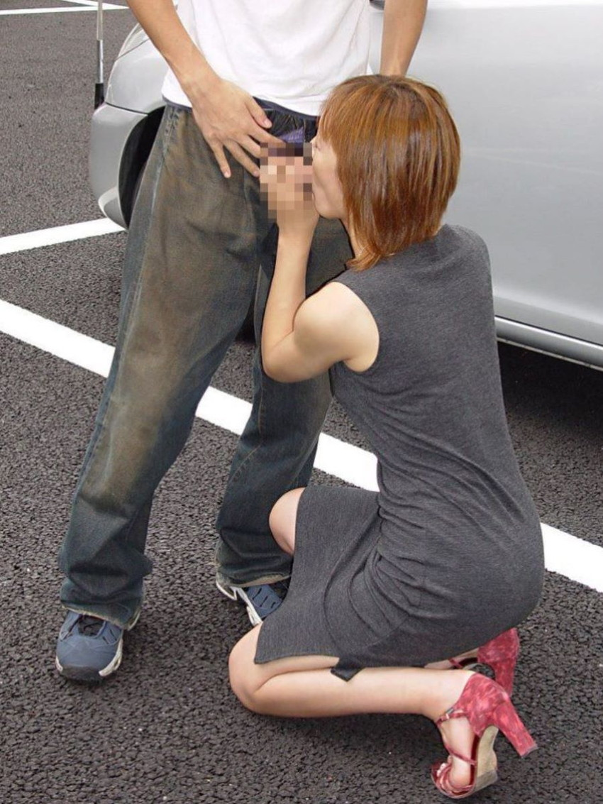 【野外フェラチオエロ画像】屋外で男のチンポを頬張る女の子の卑猥な画像集めたった! 49