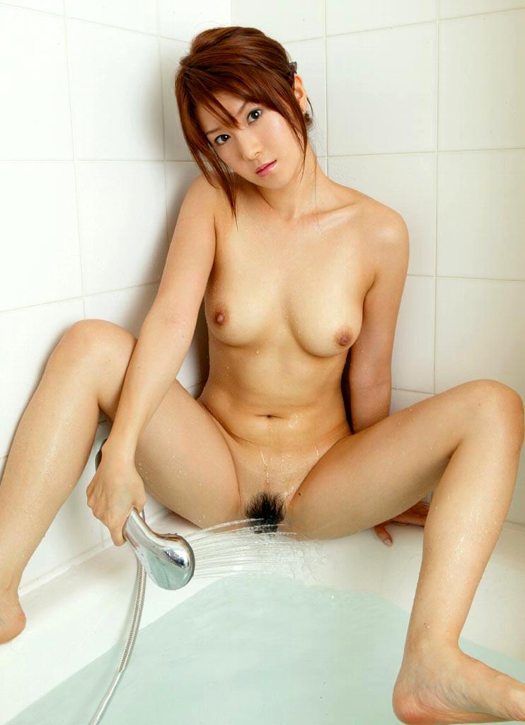 【股間シャワーエロ画像】洗っているだけ?それともオナニー!?気になって眠れないwww 05