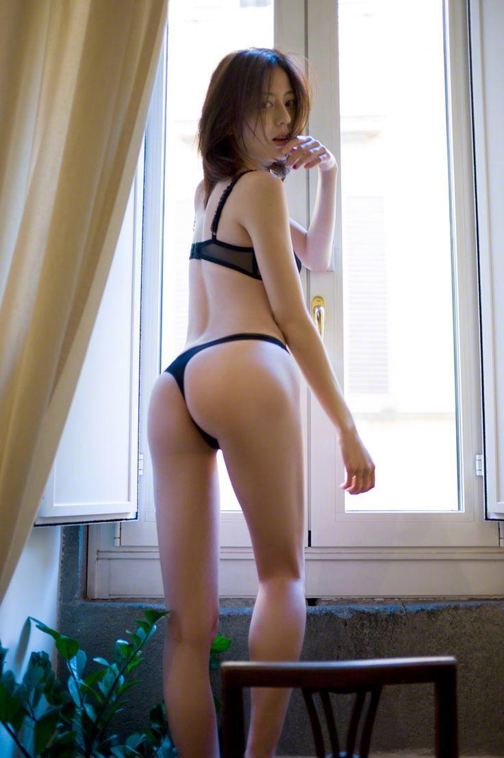 【Tバックエロ画像】Tバックを履いた女の子たちの美尻が眩しすぎて勃起不可避www 21
