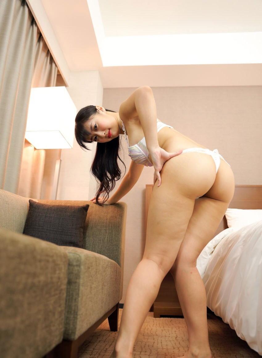【Tバックエロ画像】Tバックを履いた女の子たちの美尻が眩しすぎて勃起不可避www 33