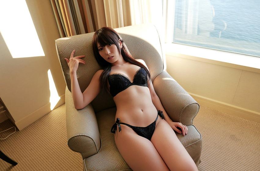 【下着姿エロ画像】全裸ももちろんいいけど、たまにはこんな下着姿もいいんじゃないか? 18