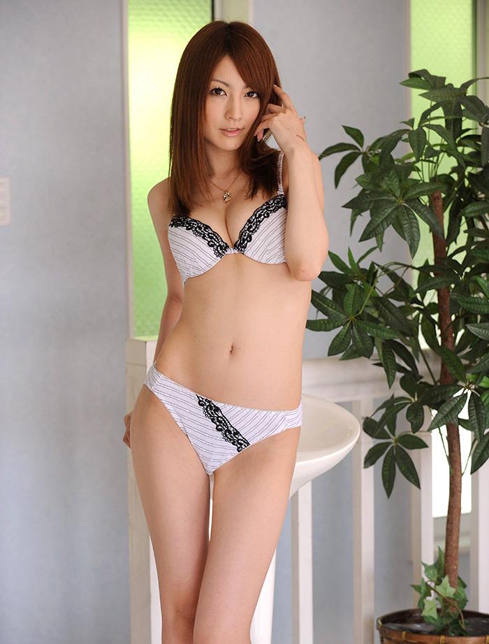 【下着姿エロ画像】全裸ももちろんいいけど、たまにはこんな下着姿もいいんじゃないか? 28