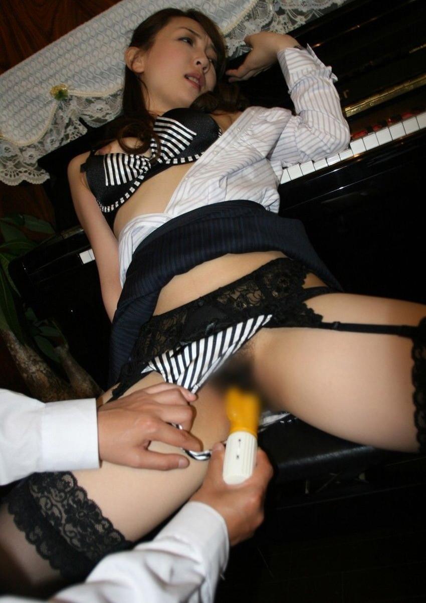 【バイブ責めエロ画像】バイブで膣の奥まで責め立てられる女の子が色っぽ過ぎるw 39