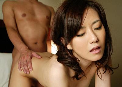 【バックエロ画像】後ろから!女の子の尻を眺めながら挿入可能な尻フェチ向け体位?w