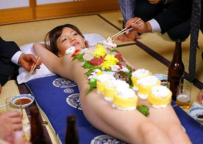 もはや昭和の遺物となった女体盛りのエ□画像集(30枚)
