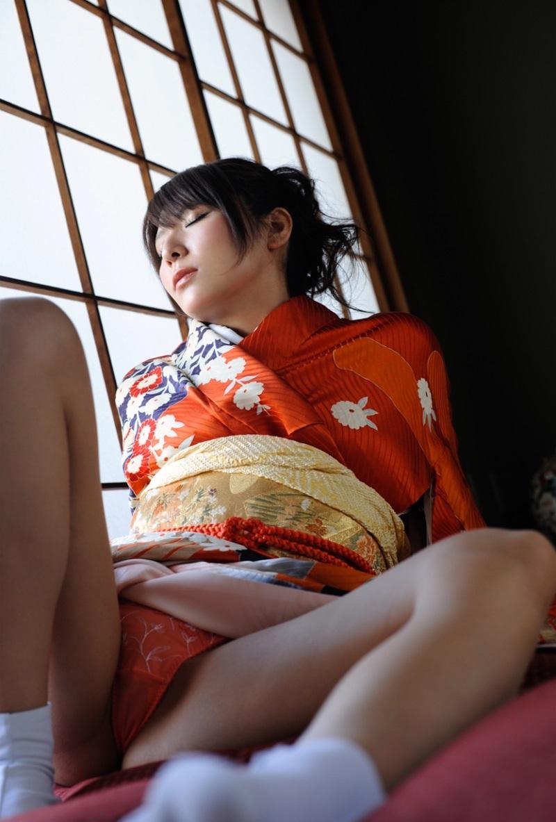【和服エロ画像】日本の民族衣装、和服姿の女の子たちのエロ画像集めたら勃起した! 39