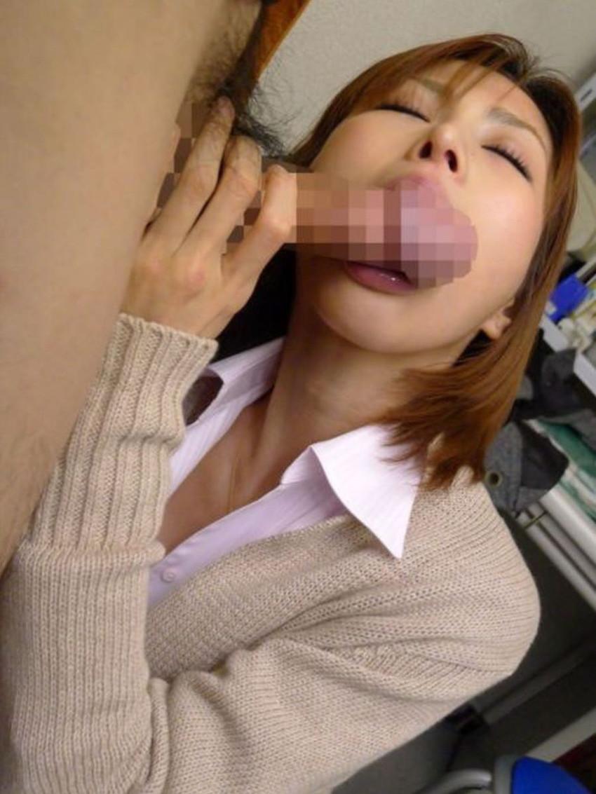 【着衣フェラチオエロ画像】着衣のままチンポを頬張るフェラ好き女エロ杉!