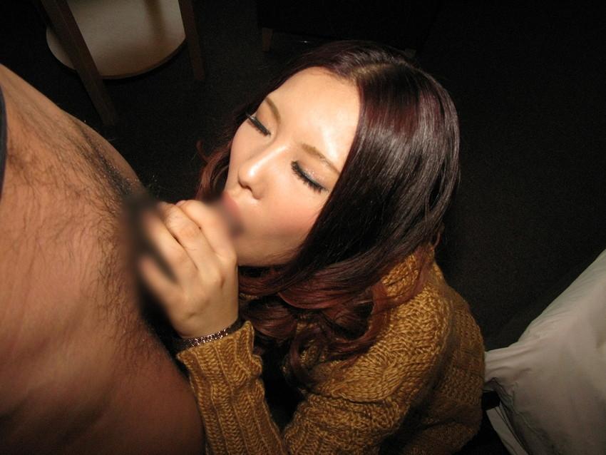 【着衣フェラチオエロ画像】着衣のままチンポを頬張るフェラ好き女エロ杉! 22