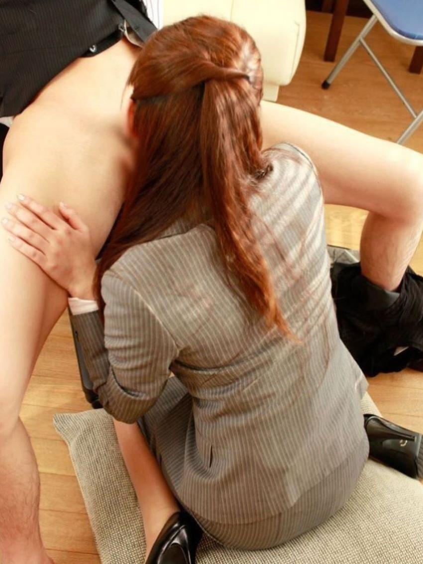 【着衣フェラチオエロ画像】着衣のままチンポを頬張るフェラ好き女エロ杉! 24