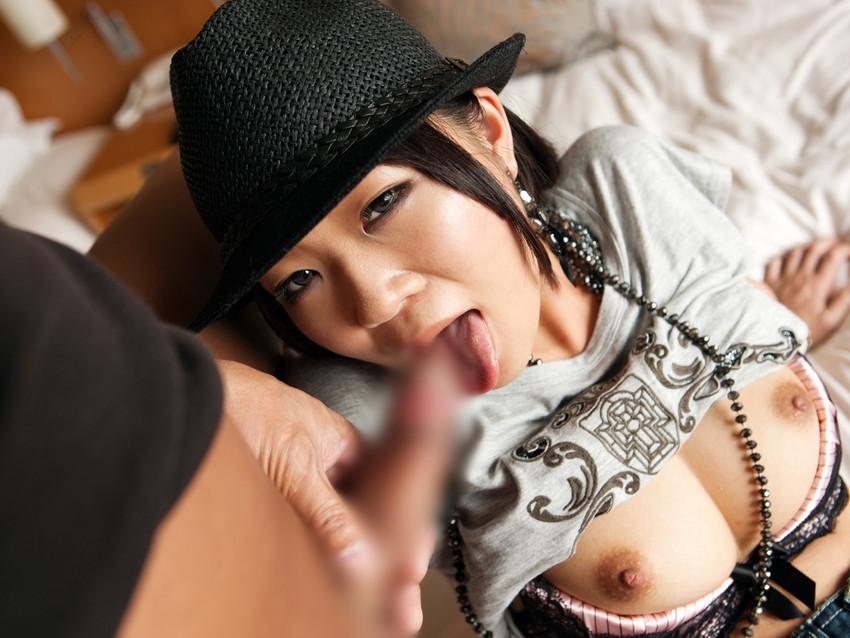 【着衣フェラチオエロ画像】着衣のままチンポを頬張るフェラ好き女エロ杉! 34