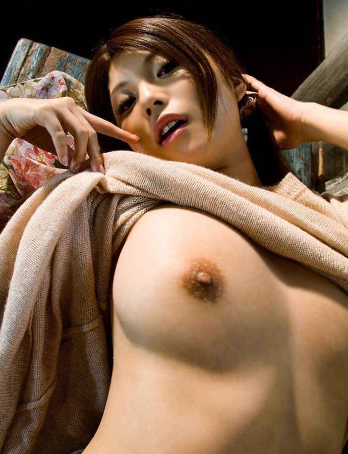 【おっぱいエロ画像】見せ付ける胸!おっぱい!こりゃ抜けるおっぱいがいっぱいwww 16