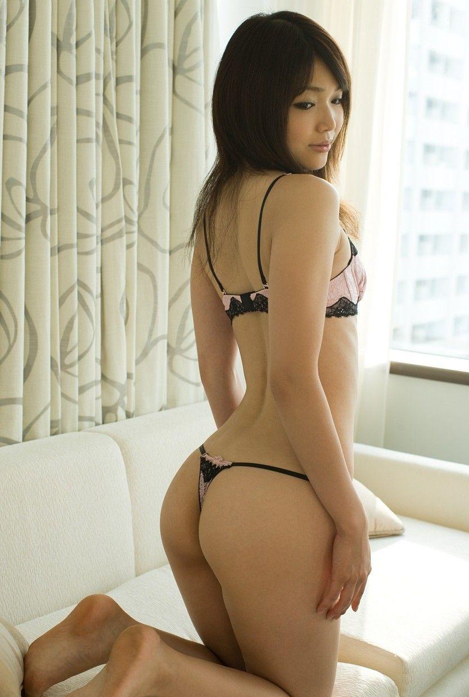 【Tバックエロ画像】セクシーすぎるお尻!Tバックを履いた美尻の女の子が抜ける! 04