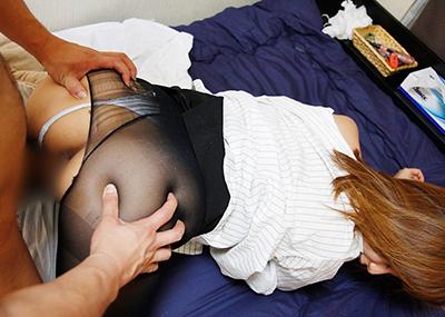 【着衣セックスエロ画像】着衣のままでセックスする男女の雰囲気がグゥ!エロすぎるセックスw