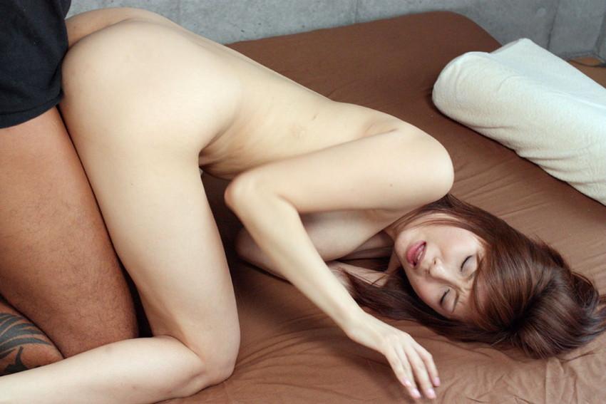 【バックエロ画像】女の子を四つん這いにして挿入する古来より伝わるセックスの体位 35
