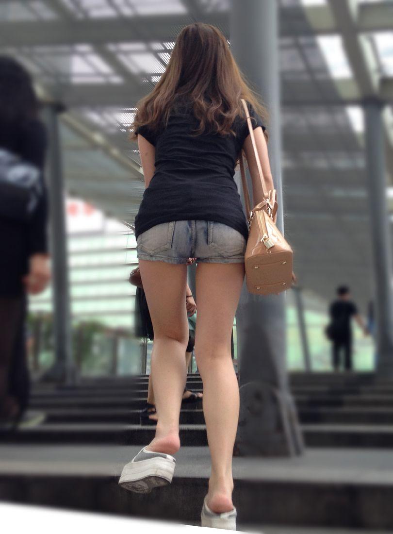 【素人ホットパンツエロ画像】暖かくなると見かける太ももムキだしファッション! 03