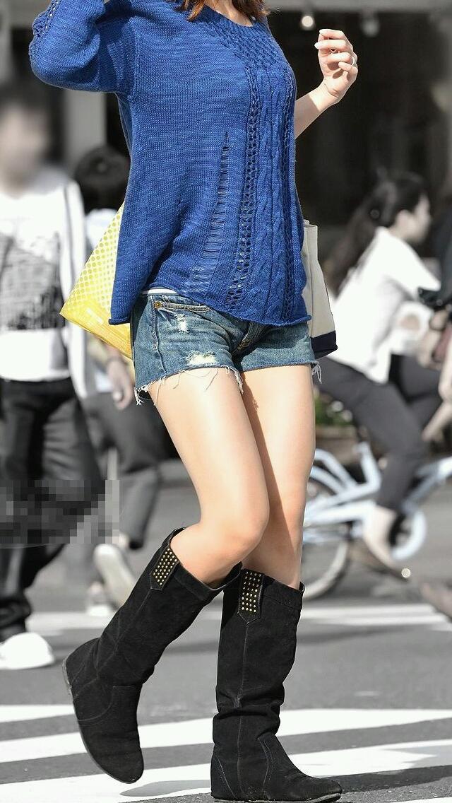 【素人ホットパンツエロ画像】暖かくなると見かける太ももムキだしファッション! 05