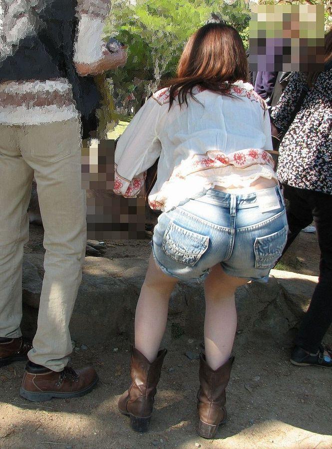 【素人ホットパンツエロ画像】暖かくなると見かける太ももムキだしファッション! 06