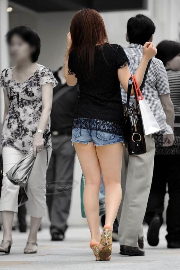 【素人ホットパンツエロ画像】暖かくなると見かける太ももムキだしファッション! 16