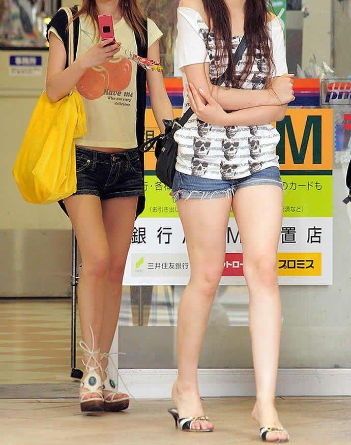 【素人ホットパンツエロ画像】暖かくなると見かける太ももムキだしファッション! 21