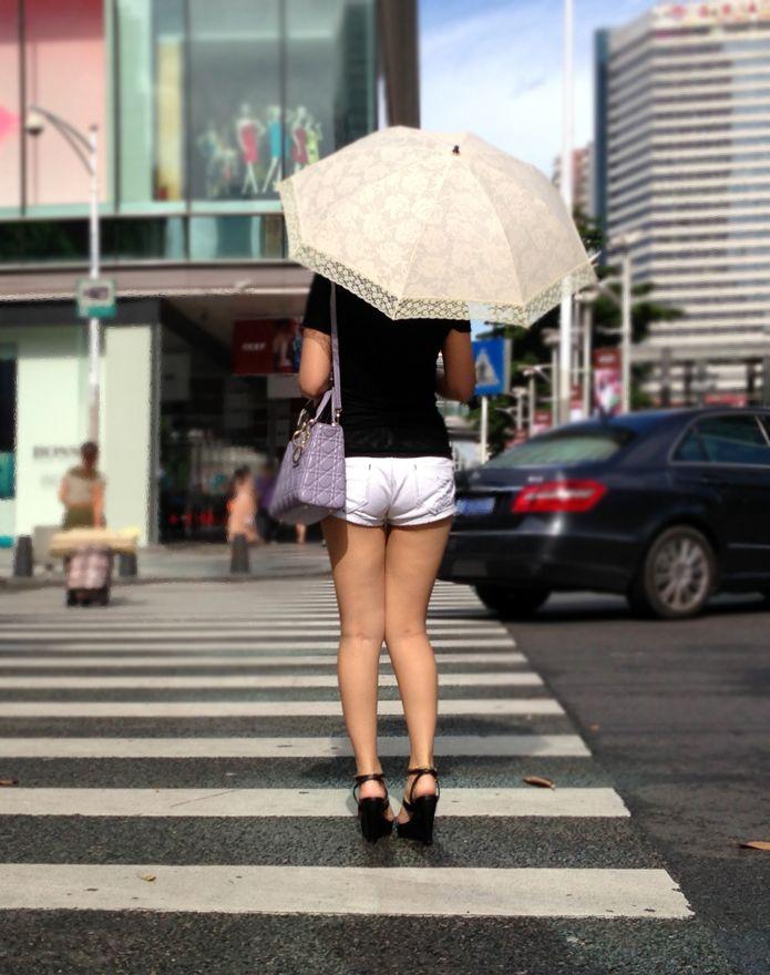 【素人ホットパンツエロ画像】暖かくなると見かける太ももムキだしファッション! 22