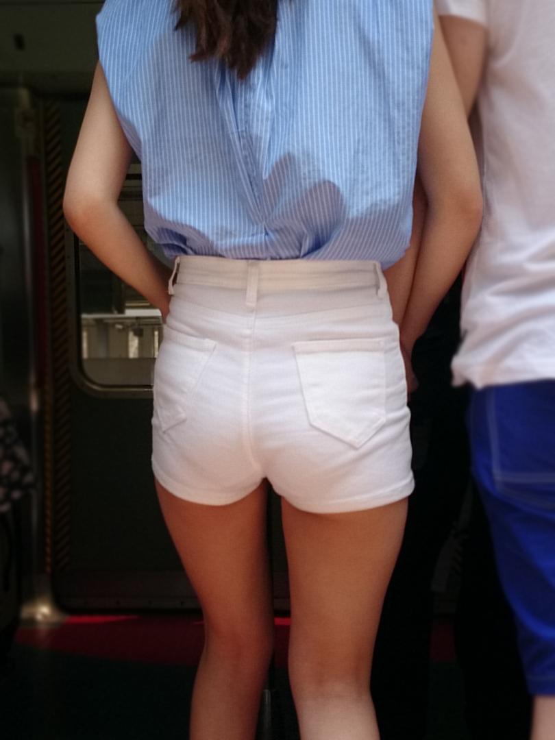【素人ホットパンツエロ画像】暖かくなると見かける太ももムキだしファッション! 25
