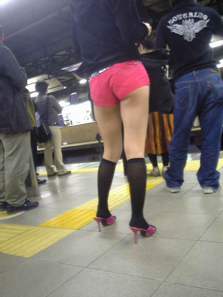 【素人ホットパンツエロ画像】暖かくなると見かける太ももムキだしファッション! 26