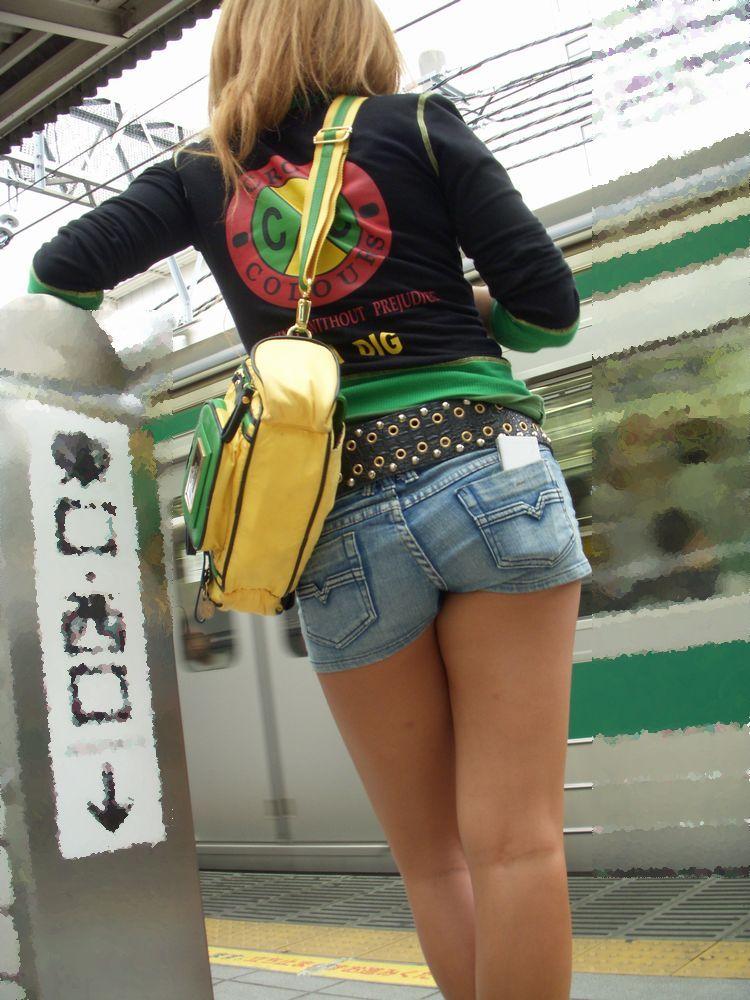 【素人ホットパンツエロ画像】暖かくなると見かける太ももムキだしファッション! 32