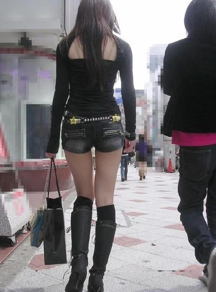 【素人ホットパンツエロ画像】暖かくなると見かける太ももムキだしファッション! 40
