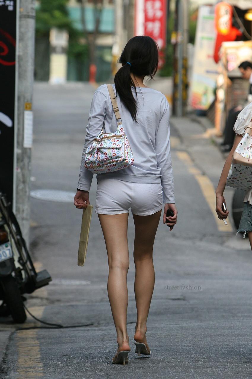 【素人ホットパンツエロ画像】暖かくなると見かける太ももムキだしファッション! 41