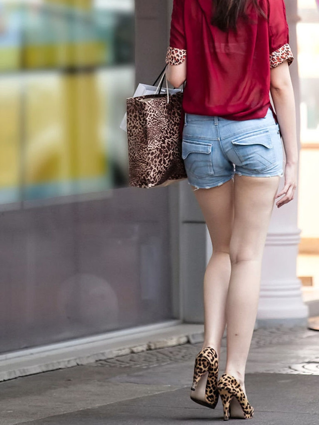 【素人ホットパンツエロ画像】暖かくなると見かける太ももムキだしファッション! 45