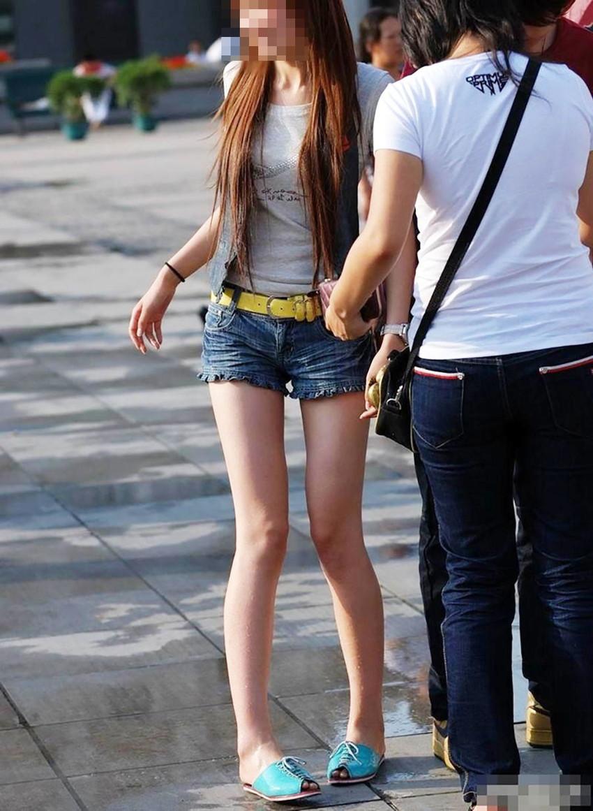 【素人ホットパンツエロ画像】暖かくなると見かける太ももムキだしファッション! 53
