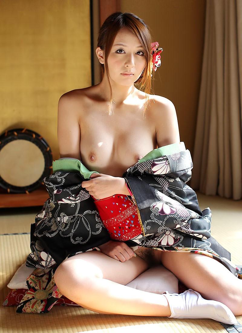 【和服エロ画像】乱れた着物も良いけど和服姿の女の子ってそれだけでソソるよな!? 07
