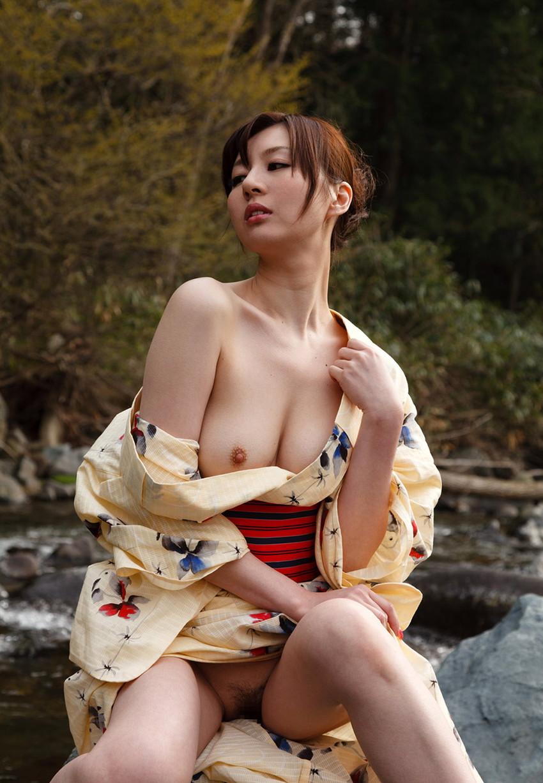 【和服エロ画像】乱れた着物も良いけど和服姿の女の子ってそれだけでソソるよな!? 21
