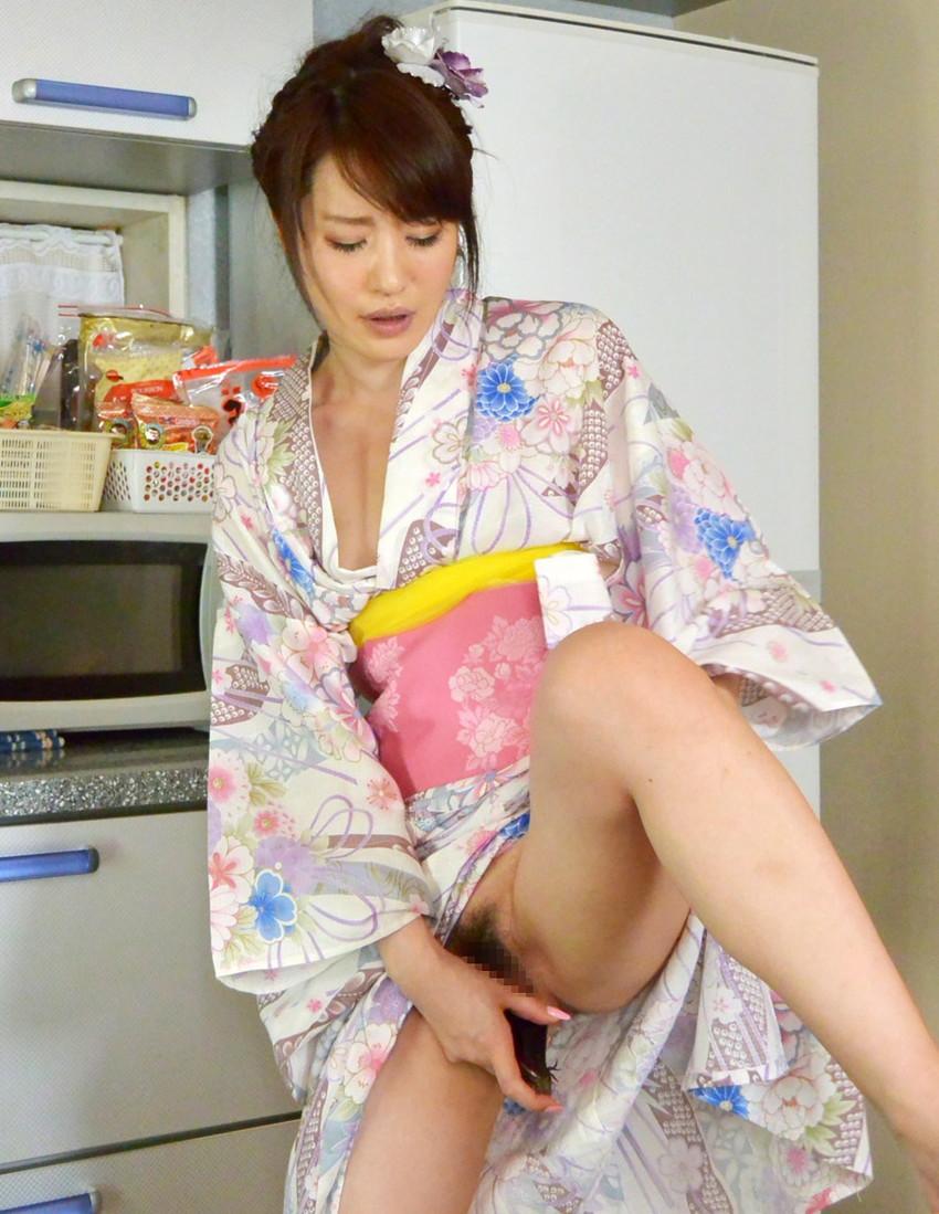 【和服エロ画像】乱れた着物も良いけど和服姿の女の子ってそれだけでソソるよな!? 35