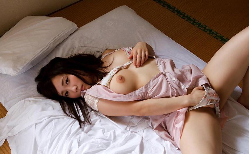 【指オナニーエロ画像】快楽の為に執拗に自分の性器を弄ぶ女がエロすぎて草www 38
