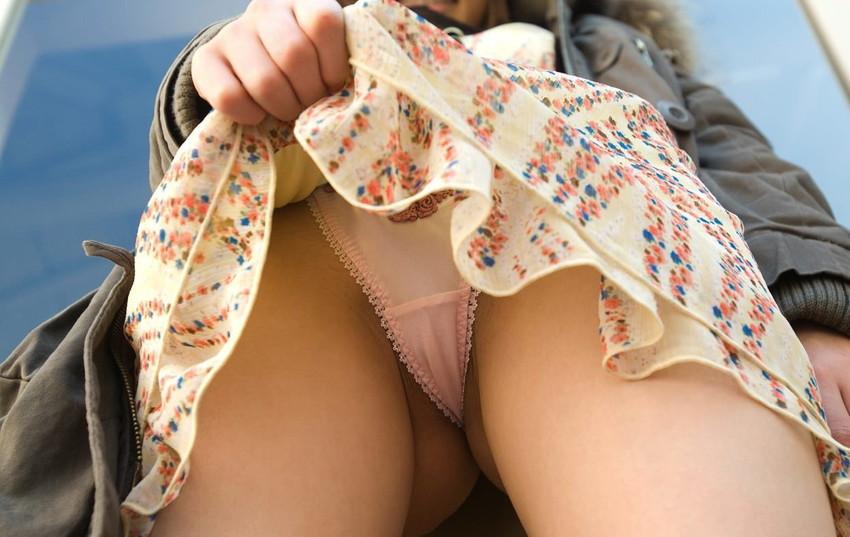 【セルフパンチラエロ画像】パンチラ見せ付けるセルフパンチラ女子の誘惑に負けそうw 18