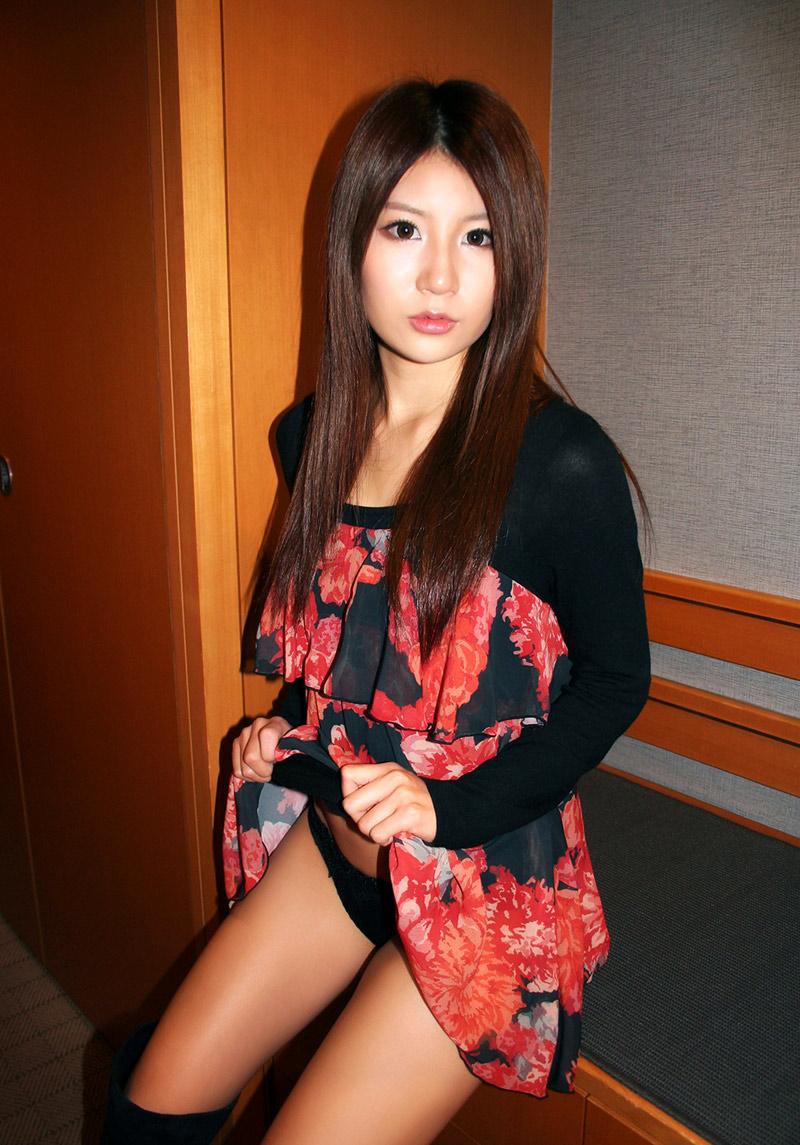 【セルフパンチラエロ画像】パンチラ見せ付けるセルフパンチラ女子の誘惑に負けそうw 52