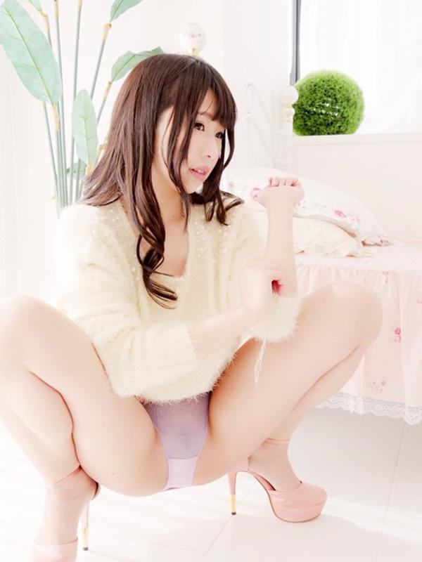 【M字開脚エロ画像】Mの字に開脚された女の子の両足!どうしたって股間に視線がww 38
