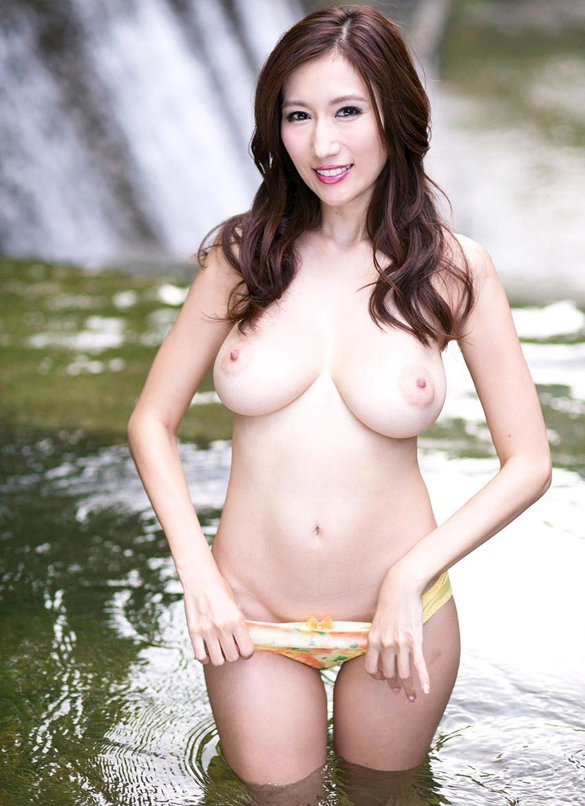 【JULIAエロ画像】神乳、美巨乳で有名な若妻系AV女優のJULIAの画像集めてたら勃起したw 24