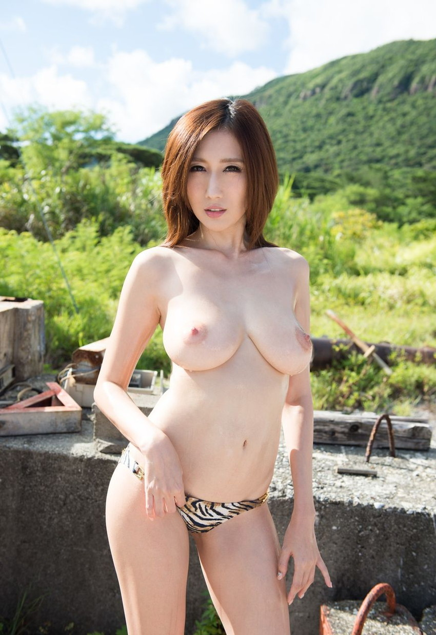 【JULIAエロ画像】神乳、美巨乳で有名な若妻系AV女優のJULIAの画像集めてたら勃起したw 40