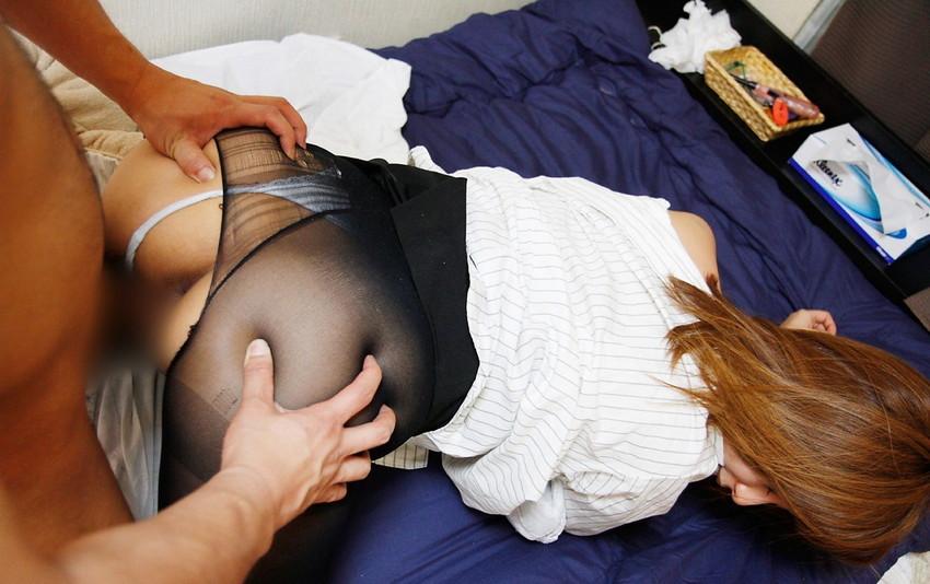【着衣セックスエロ画像】着衣でするセックスには全裸のセックスにはない快感があるかも? 45