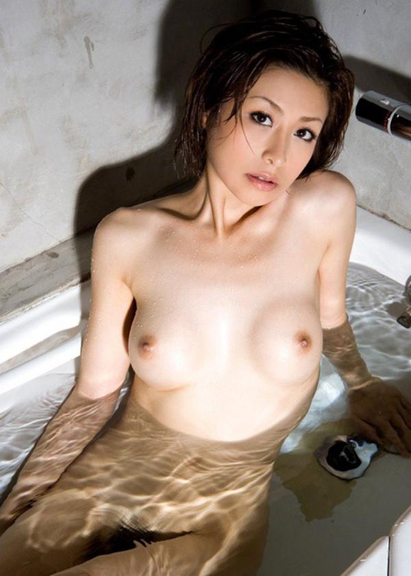 【入浴エロ画像】入浴中は男も女も当然、全裸だからこそ見てみたいとおもうのも道理だろw 24