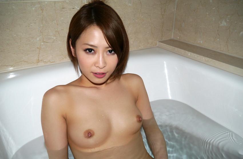 【入浴エロ画像】入浴中は男も女も当然、全裸だからこそ見てみたいとおもうのも道理だろw 56