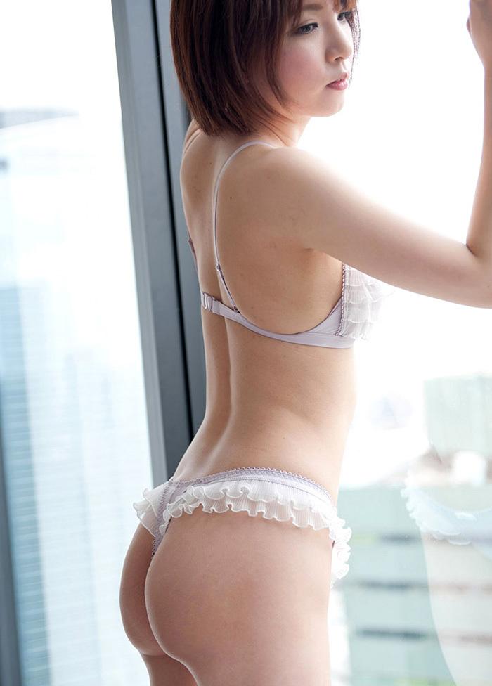 【Tバックエロ画像】Tバックを履いた女の子のお尻ってセクシーで大好きなんだよww 13