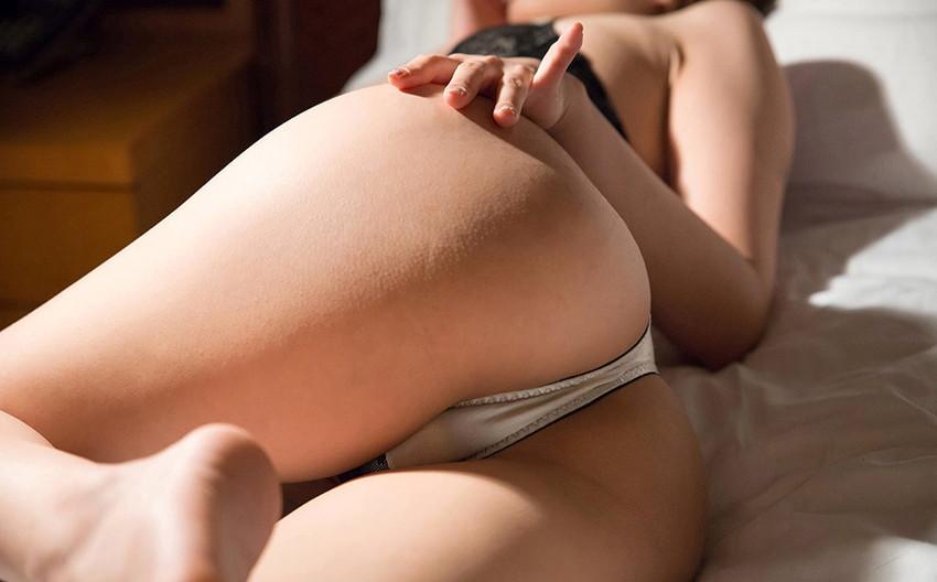 【Tバックエロ画像】Tバックを履いた女の子のお尻ってセクシーで大好きなんだよww 24